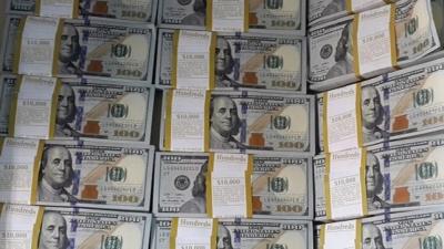 El dólar subió en una rueda sin bancos y con feriado en EEUU