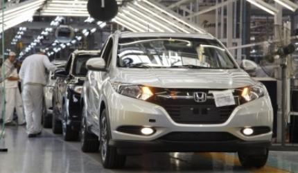 La producción industrial retrocedió 8 por ciento en octubre