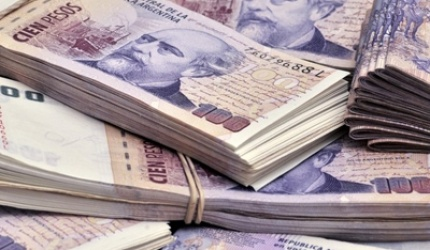 Aumenta el salario mínimo en tres cuotas y será de $ 8.060 en enero